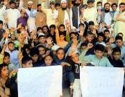 پشاور، آل پرائیویٹ سکولز ایسوسی ایشن کے زیر اہتمام اپنے مطالبات کے ..