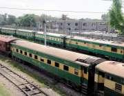 راولپنڈی: لاک ڈاون کے باعث ریل گاڑیاں سٹیشن پر کھڑی ہیں۔