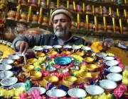 پشاور: شادی کی تقریب کے دوران استعمال ہونے والے  سجاوٹ کے سامان کو ایک ..