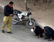 کراچی، کورونا وائرس کے باعث لاک ڈائون کے بعد نارتھ ناظم آباد میں لاک ..