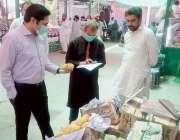لاہور : ایڈیشنل ڈپٹی کمشنر جزل صفدر حسین ورک سبزی و فروٹ منڈی ملتان ..