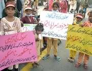 لاہور، پاکستان بھٹہ مزدور تحریک کے زیر اہتمام بھٹہ مزدور اپنے مطالبات ..