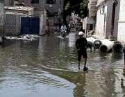 کراچی : جہانگیر روڈ کی گلیوں میں جمع سیوریج کا پانی متعلقہ اداروں کا ..