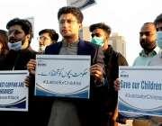 اسلام آباد، سماجی تنظیم کے کارکن بچوں کی حفاظت کے سلسلے میں نیشنل پریس ..