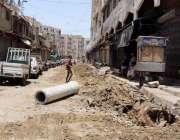 کراچی : لاک ڈاؤن کے باعث دل پسند بوہرا پیر کے پاس سٹرک کا تعمیراتی کام ..