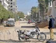 حیدرآباد، لطیف آباد کے علاقے میں پولیس اہلکار سمارٹ لاک ڈائون کے علاقے ..