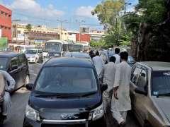 Rawalpindi : View of traffic Jam at Mureer Hassan.