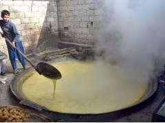 PESHAWAR:Youngster preparing traditional sweet stuff (Gurr) at Shekhano Kalay.