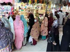QUETTA:A large number of people throng to Chowri Gali Liaquat Bazaar for Eid shopping without any precautionary measure and maintaining social distancing.