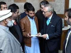 ISLAMABAD:President Dr. Arif Alvi visiting facilitation center of Pakistan Bait-ul-Mal.