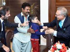 ISLAMABAD:President Dr. Arif Alvi interacting with the beneficiaries of Pakistan Bait-ul-Mal programs.