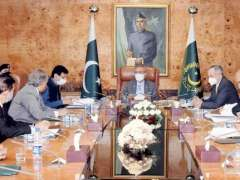 Islamabad: President, Dr. Arif Alvi chairing a meeting on E-Commerce at Aiwan-e-Sadr.