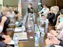 Karachi : Federal Minister for Planning, Development and Special Initiatives, Asad Umar chairing a meeting with officials of K-ELECTRIC at K-ELECTRIC head office.