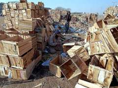 RAWALPINDI:A labourer preparing wooden boxes at his workplace near Pirwahdi Bus Terminal.