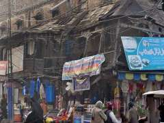 RAWALPINDI:A view of a decades-old dilapidated building at Banni Chowk may cave in causing damages to the shops and needs the attention of the concerned authorities.
