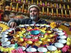 PESHAWAR:A vendor giving final touches to decorating stuff to attract the customers to be used during wedding ceremony.