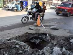 PESHAWAR:A view of uncovered sewerage main-hole at Ferdoos GT Road may cause any mishap and needs the attention of concerned authorities.