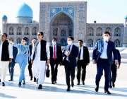 تاشقند، وزیراعظم عمران خان امیر تیمور کے مقبرے کا دورہ کر رہے ہیں۔