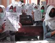 کراچی، بلدیہ شرقی کے سکولوں کی طالبات کو یونیسیف کے آگاہی سیشن میں ..