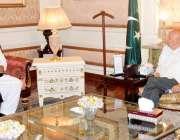 لاہور، گورنر پنجاب چوہدری محمد سرور سے تحریک انصاف کے مرکزی رہنما ندیم ..
