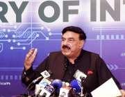 اسلام آباد، وفاقی وزیر داخلہ شیخ رشید احمد پریس کانفرنس سے خطاب کر ..