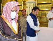 مدینہ منورہ، وزیراعظم عمران خان مسجد نبوی میں نوافل ادا کر رہے ہیں۔