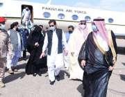 مدینہ، وزیراعظم عمران خان اور خاتون اول مدینہ منورہ پہنچنے پر ائیرپورٹ ..