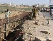 کراچی، کورنگی کازوے ندی پر ترقیاتی کام جاری ہے۔