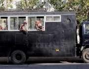 راولپنڈی، مریڑ چوک میں بھکاری بچوں کو تحویل میں لے کر پولیس نے گاڑی ..