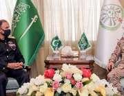 ریاض، چیف آف نیول سٹاف ایڈمرل محمد امجد خان نیازی سعودی عرب کے سرکاری ..