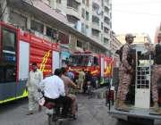 کراچی، انکل سریا ہسپتال کے قریب گودام میں لگنے والی آگ کے جائے وقوعہ ..