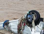 اسلام آباد، سیکٹر ای الیون میں سیلابی صورتحال کے باعث گاڑی پانی میں ..