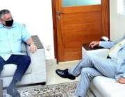 اسلام آباد، وزیر خزانہ شوکت ترین سے وزیراعظم کے مشیر ڈاکٹر عشرت حسین ..