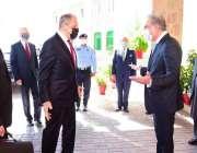 اسلام آباد، وزیر خارجہ شاہ محمود قریشی وزارت خارجہ پہنچنے پر روسی ہم ..