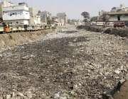 کراچی، ڈیفنس سے نکلنے والا نالا گندگی کا ڈھیر بنا ہوا ہے۔