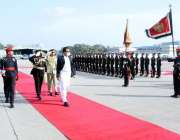کولمبو، وزیراعظم عمران خان کولمبو پہنچنے پر گارڈ آف آنر کا معائنہ کر ..
