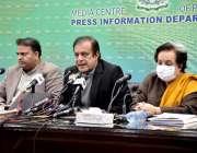 اسلام آباد، وفاقی وزیر اطلاعات و نشریات سینیٹر شبلی فراز پریس کر رہے ..