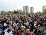 اسلام آباد، واپڈا ملازمین نیشنل پریس کلب کے سامنے پرائیوٹائزیشن کیخلاف ..