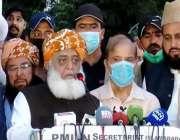 اسلام آباد، پاکستان ڈیموکریٹک موومنٹ کے اجلاس کے بعد پی ڈی ایم سربراہ ..