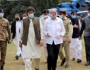 لاہور، وزیراعظم عمران خان گورنر ہاؤس آمد کے موقع پر گورنر پنجاب چوہدری ..