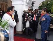 کولمبو، سری لنکن وزیراعظم مہنداراجاپاکسے وزیراعظم آفس پہنچنے پراپنے ..