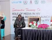 لاہور، صوبائی وزیر صحت ڈاکٹر یاسمین راشد مقامی ہوٹل میں ایڈز بیماری ..