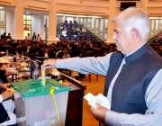 پشاور، سینیٹ انتخابات میں وزیراعلی خیبرپختونخوا محمود خان اپنا ووٹ ..