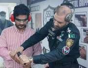 کراچی، ایس ایس یو ہیڈکوارٹرز میں منعقدہ ایک روزہ سیف ڈیفنس اینڈ فائرآرمز ..