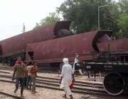 حیدرآباد، کوٹری کے مقام پر مال گاڑی پٹڑی سے اُترنے کے بعد جائے وقوع ..