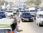 کراچی، سانحہ مچھ کے مظاہرین کے دھرنے کے باعث شاہراہ فیصل پر ٹریفک جام ..