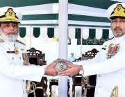 کراچی، رئیر ایڈمرل عدنان خالق کمانڈ تبدیلی کی تقریب میں رئیر ایڈمرل ..