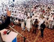 تلہ گنگ، امیر جماعت اسلامی سینیٹر سراج الحق جلسہ عام سے خطاب کررہے ..