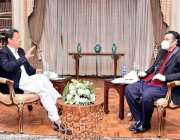 اسلام آباد، وزیراعظم عمران خان نجی ٹی وی چینل کو انٹرویو دے رہے ہیں