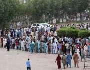 کراچی، لاک ڈاؤن کے تیسرے روز شہری ایکسپو سینٹر میں کورونا وباء سے بچاؤ ..